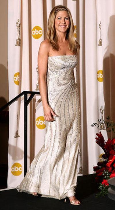 Дженнифер Энистон в платье Valentino Couture, украшениях от Fred Leighton.